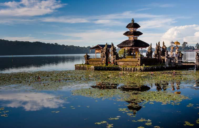 Храм на озере Братан, Бали.