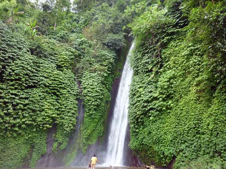 Водопад в районе Мундук