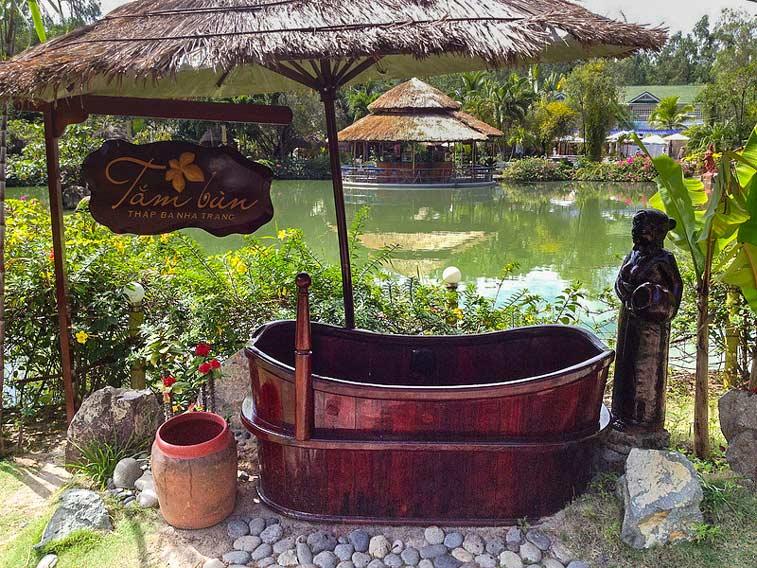 Горячие источники Thap Ba Hot, Нячанг, Вьетнам. Photo credit: Grant Lindsay, Flickr