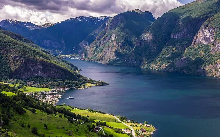 Активный отдых на фьордах Норвегии и озерах Швейцарии