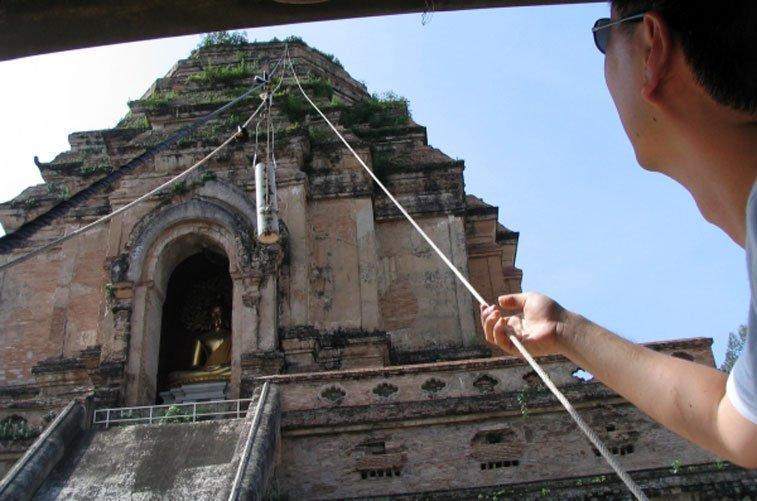 Приспособление для «омовения» Будды в Храме большой ступы. Photo credit: Atomic Dummy Follow, Flickr