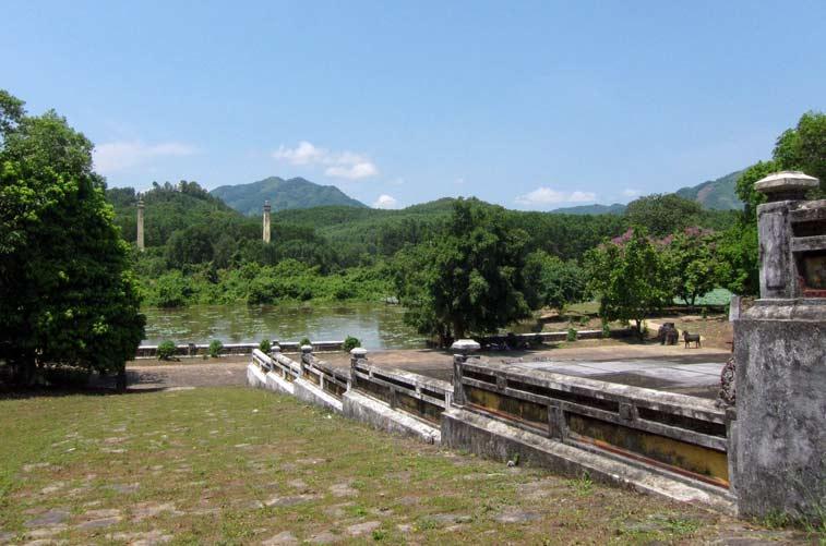 Гробницы императоров в Хюэ