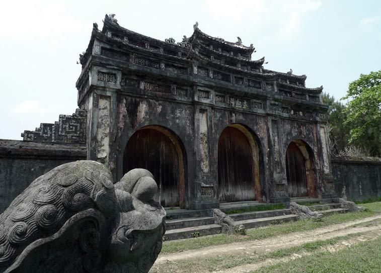 Гробницы императоров в ХюэГробницы императоров в Хюэ