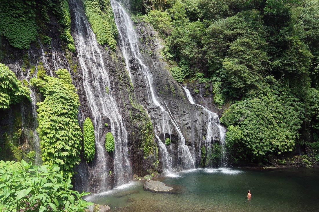Баньюмала Твин (Banyumala Twin Waterfall)