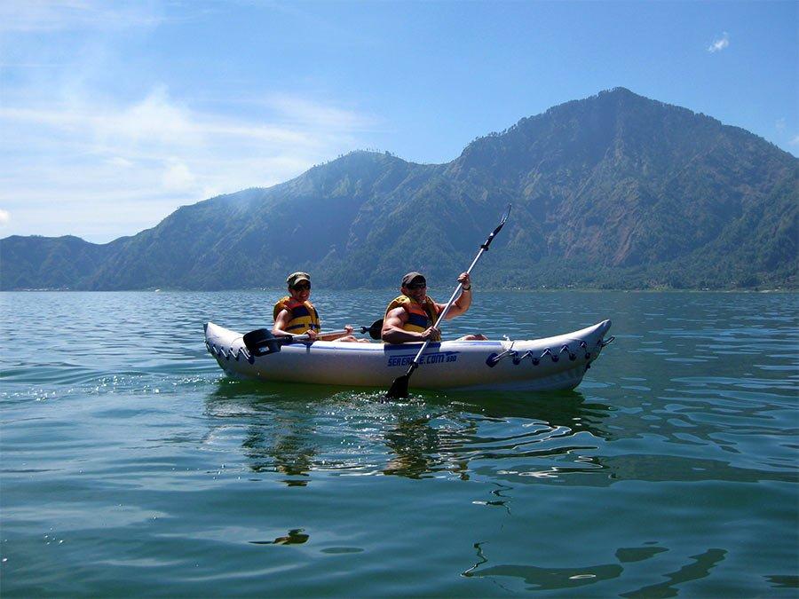 Каякинг и каноинг по озеру Батур